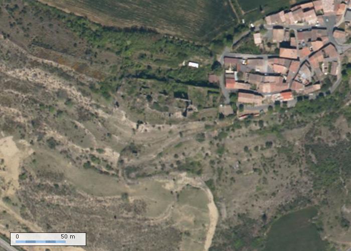 Chateau de Coustaussa sur Geoportail