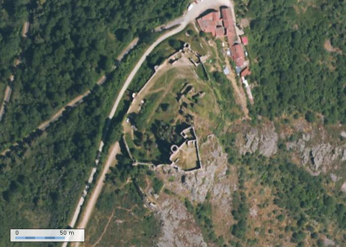 Chateau de Couzan sur Geoportail